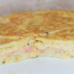 Tortilla de patata con jamón y queso